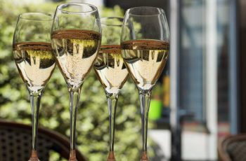 champagne-glasses-sylvie
